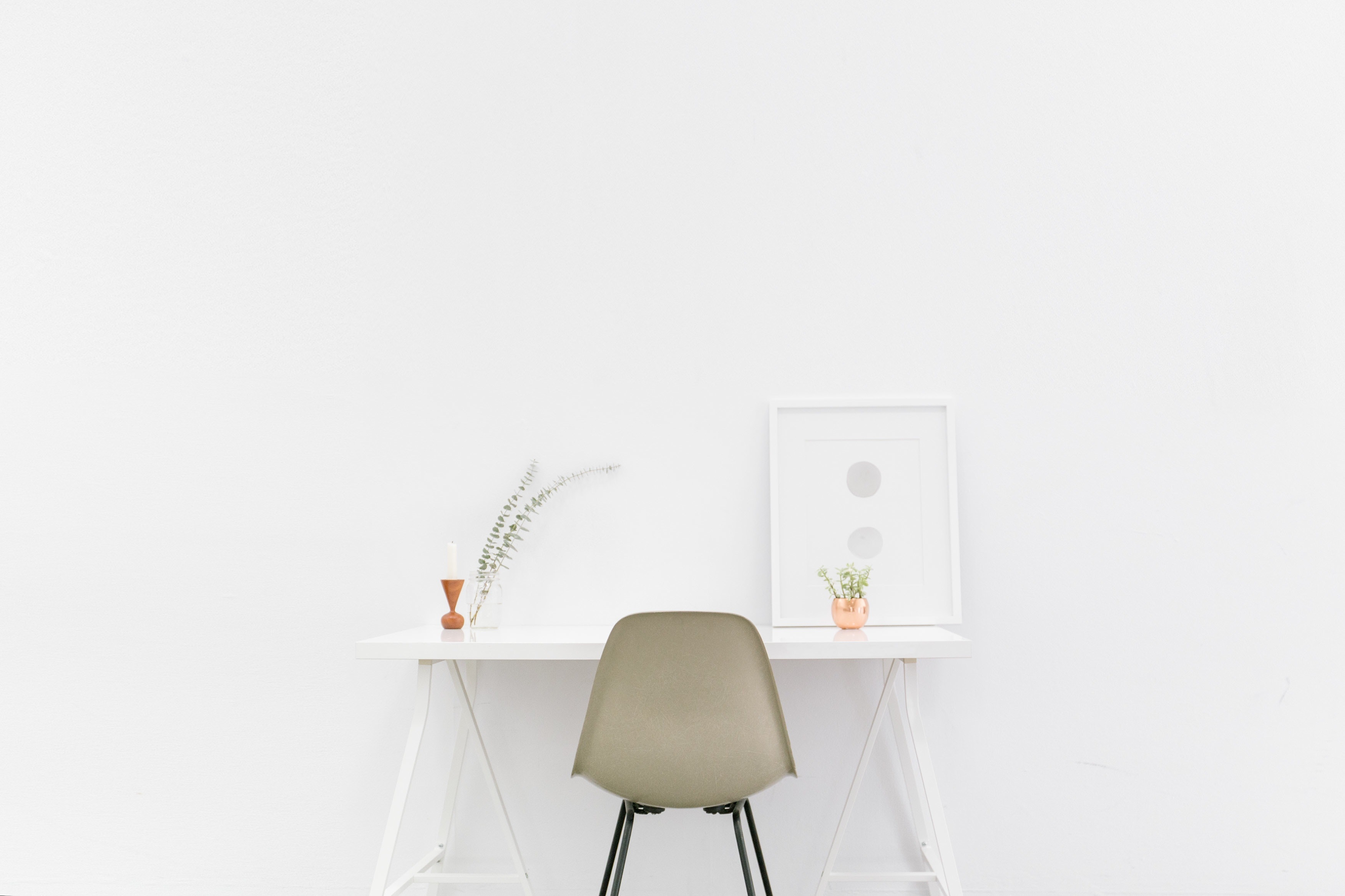 minimalism desk and chair
